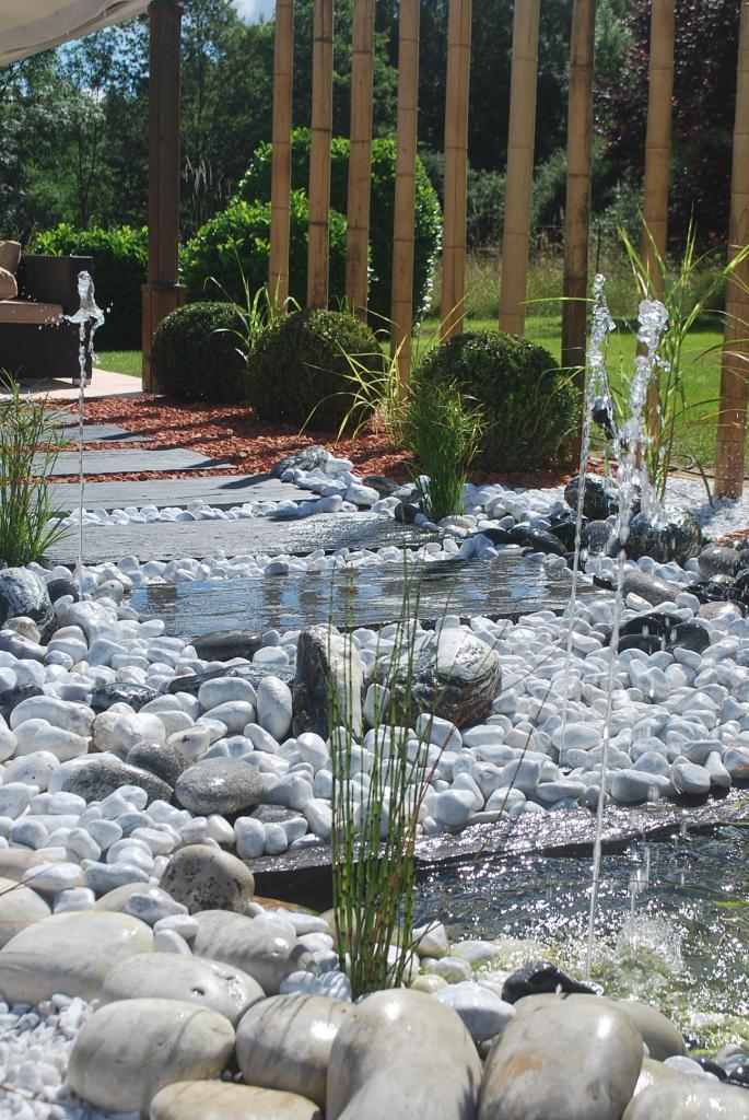 Jardin minéral et aquatique, fontaine et jeux d'eau, décoration