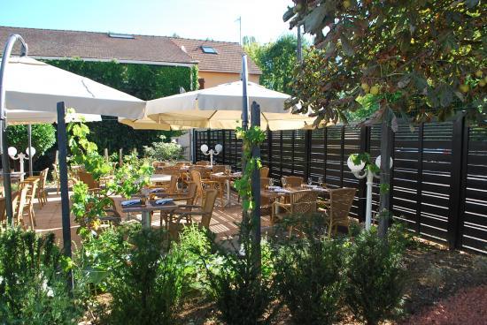 Restaurant le bourgogne auxerre cr ation du jardin - Restaurant terrasse jardin grenoble mulhouse ...