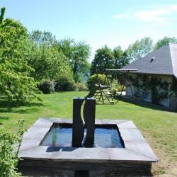 Fontaine en  granit et ardoise à Toucy dans l'Yonne