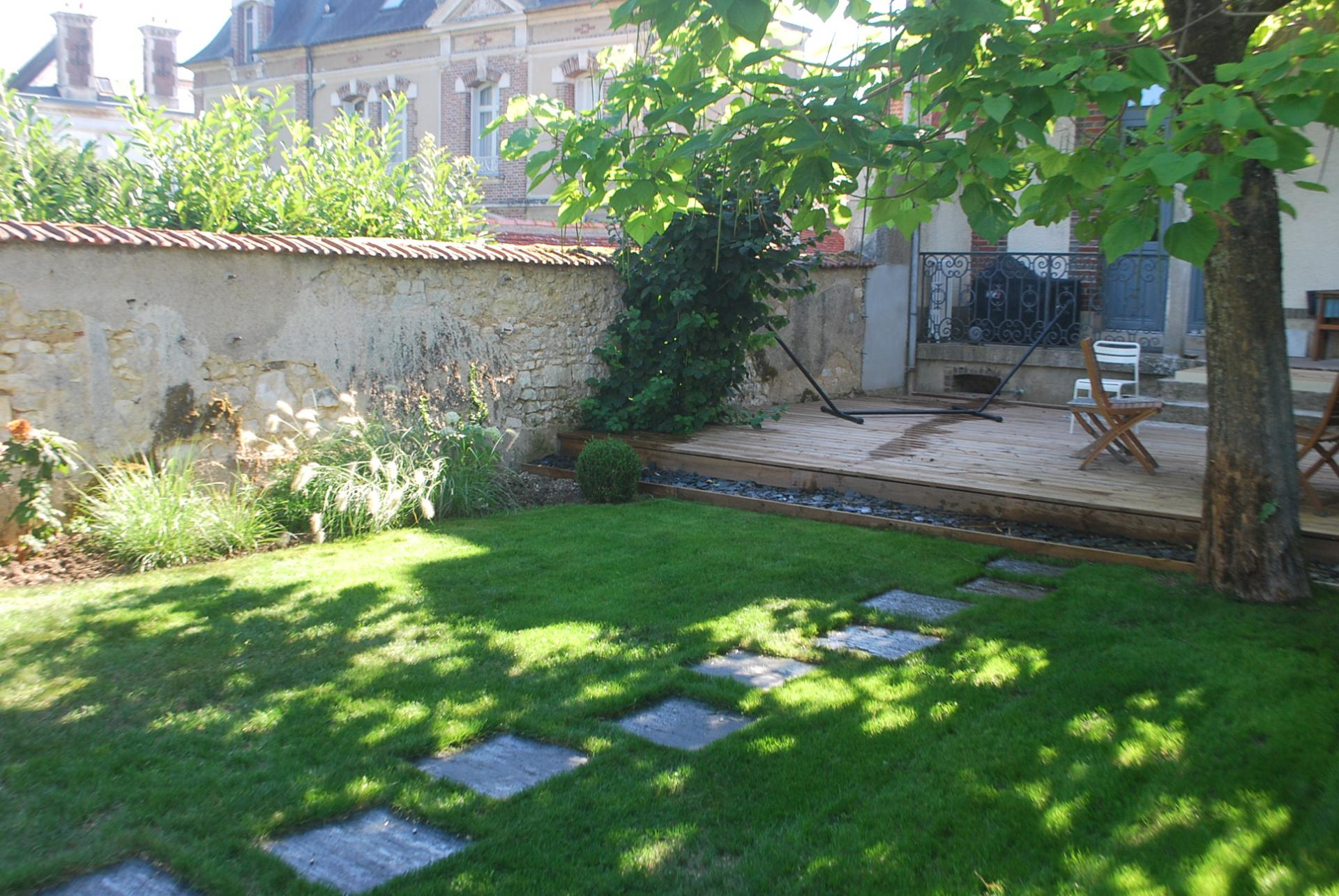 Paysagiste auxerre cr ation de jardin bassin terrasse for Amenagement terrasse et jardin photo