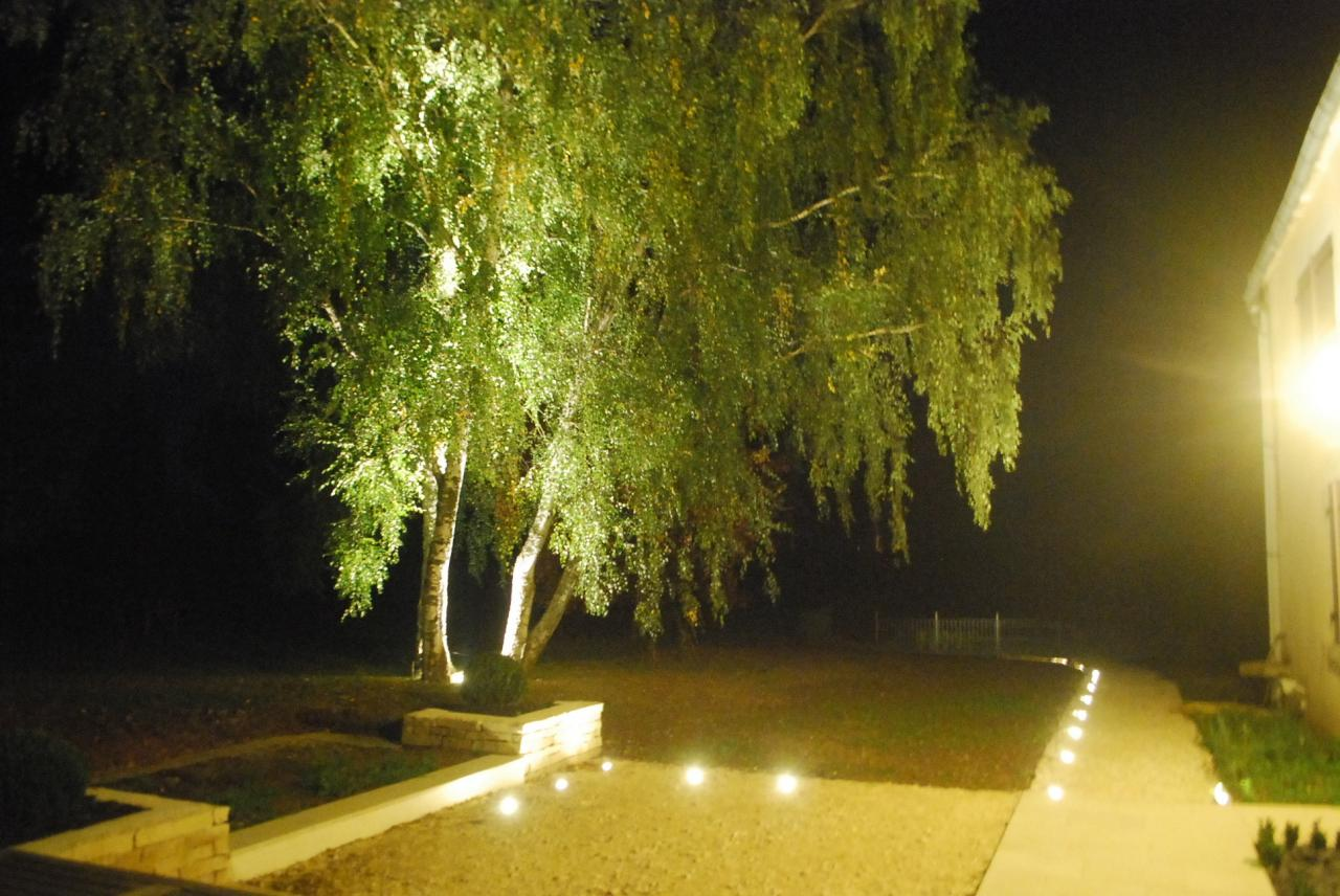 Cr ation de terrasses et patios auxerre liperi paysagiste for Eclairage jardin terrasse