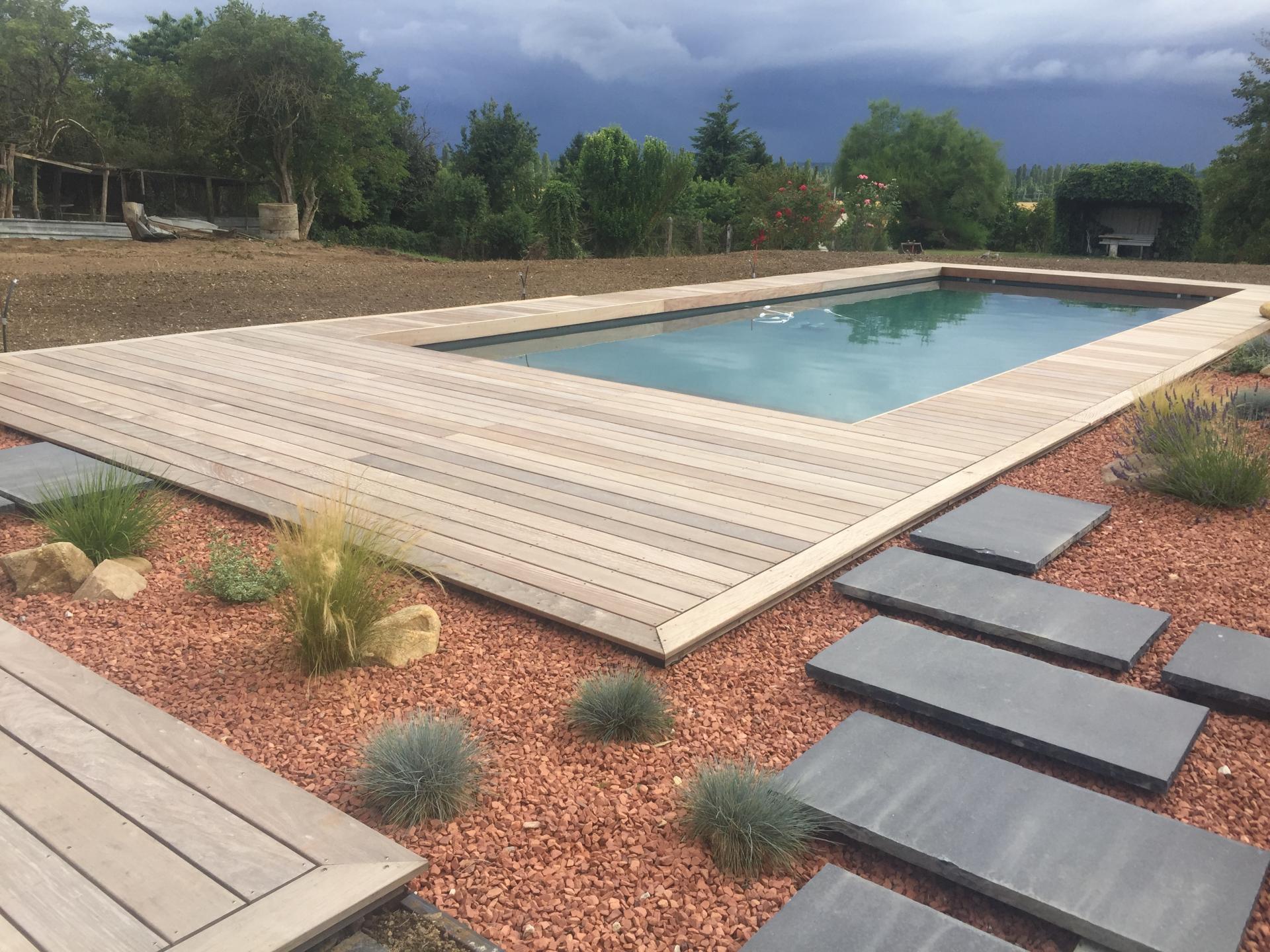 Cr ation de terrasses et patios auxerre liperi paysagiste for Piscine auxerre