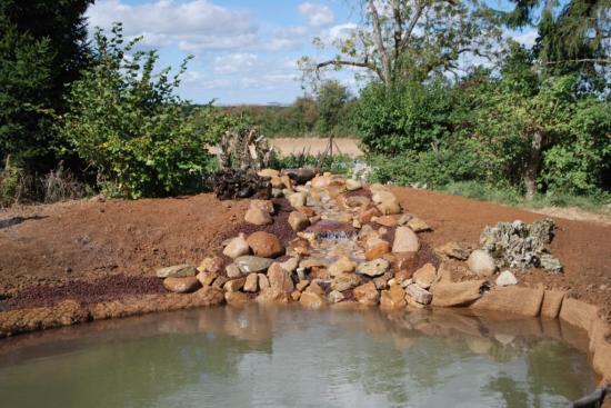 Cascade de brassage de l'eau du bassin