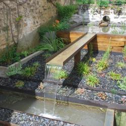 Bassin structure bois et lame d'eau