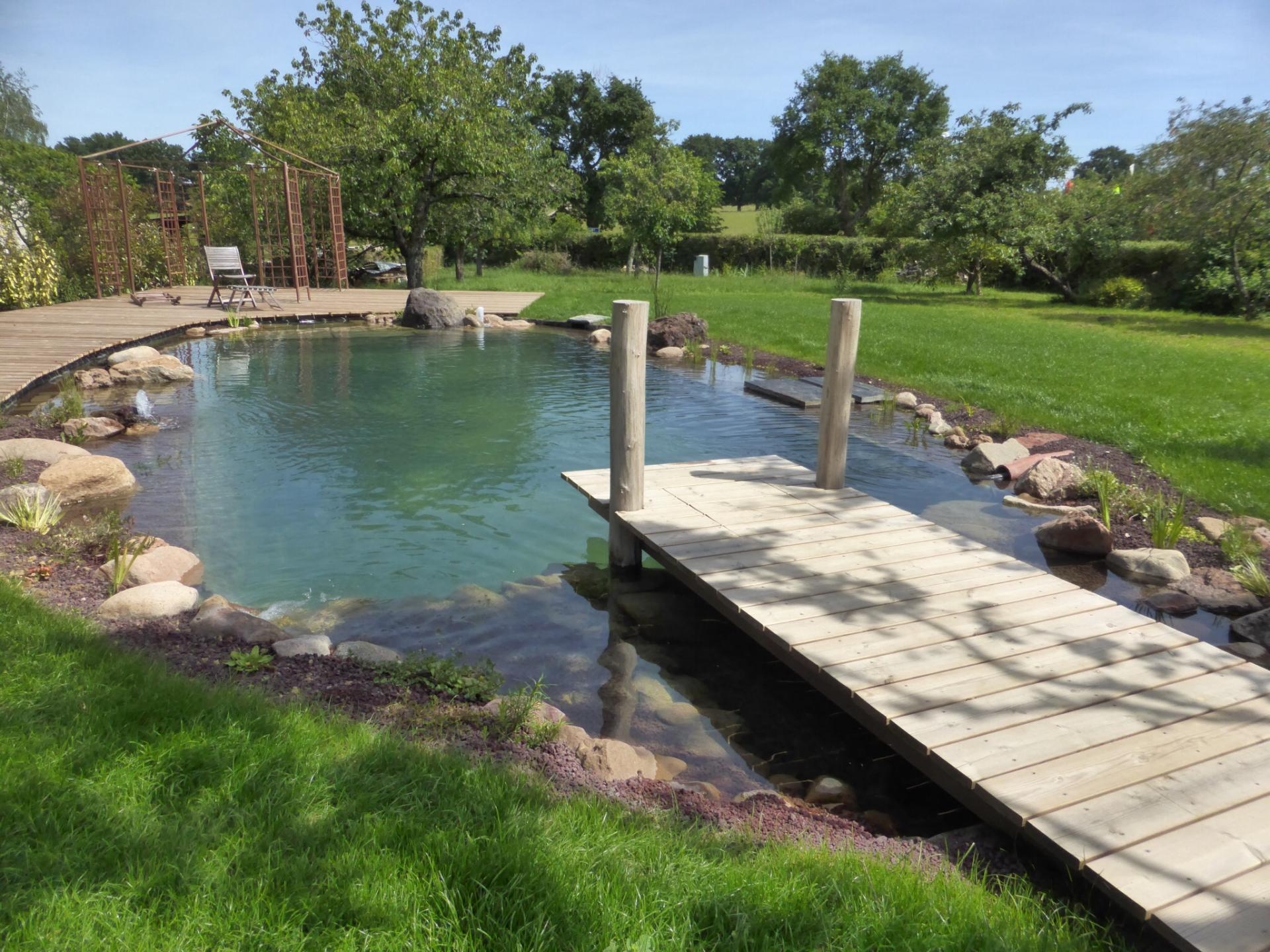 eau jardin paysagiste pourrain et auxerre cr ation de bassins fontaines et jeux d 39 eau. Black Bedroom Furniture Sets. Home Design Ideas