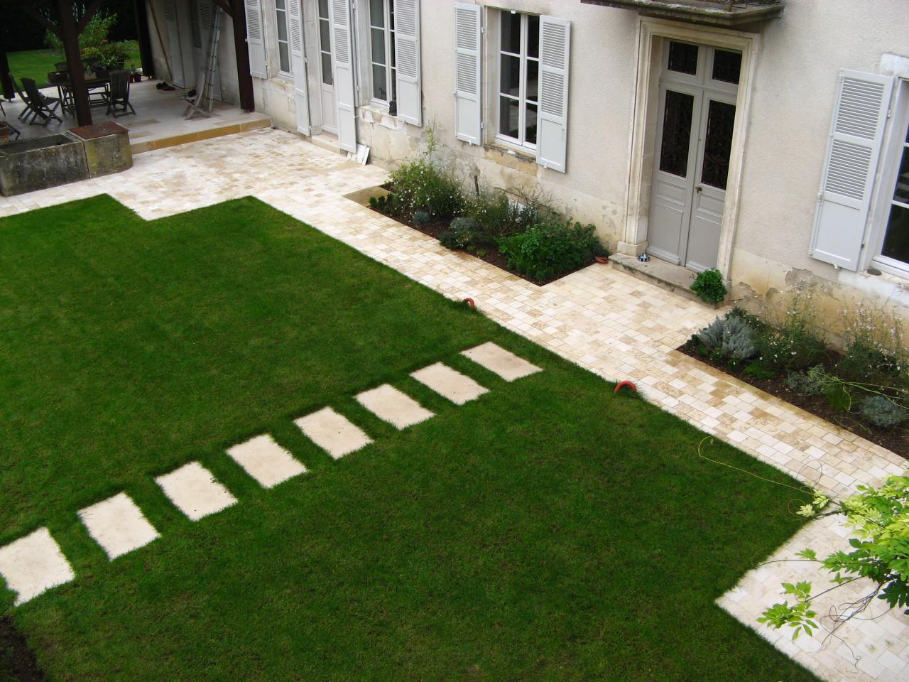 Jardin à Coulanges La Vineuse